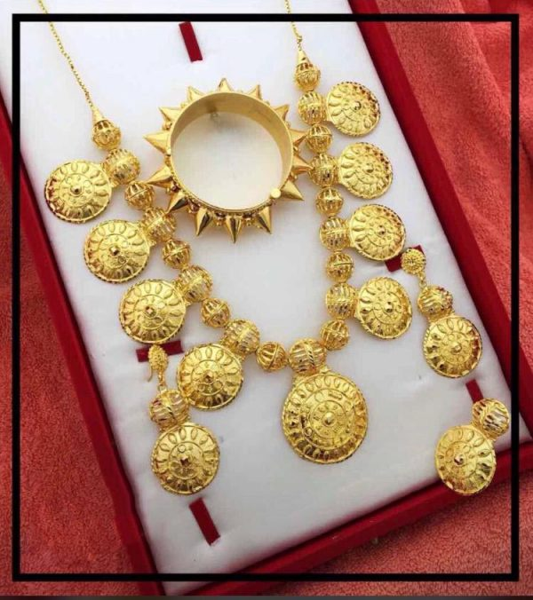Be the queen of jewels and Shine like a pearl with MeerDeal jewelry.